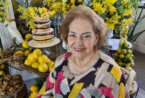Norma Bezerra comemora aniversário ao lado da família