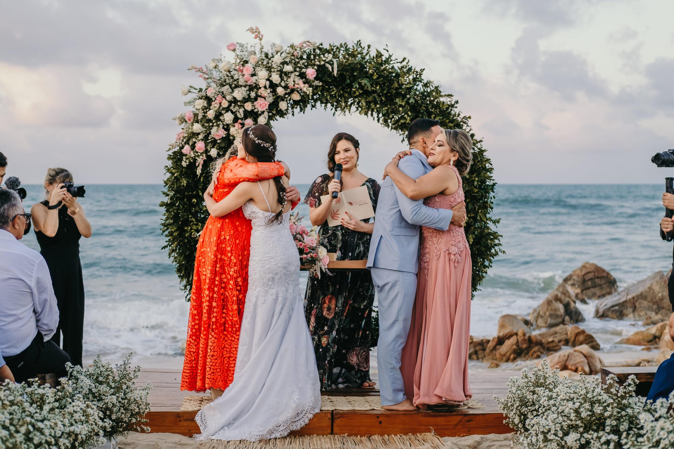 Celebrantes possibilitam cerimônia personalizada e livre de rótulos para os casais