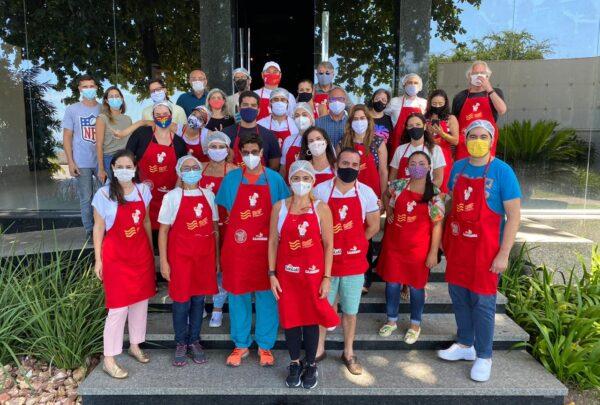 Juntos contra a pandemia: Macarrão Amigo distribui quentinhas para pessoas em situação de vulnerabilidade