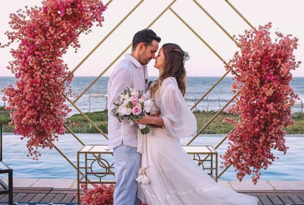 Casamento surpresa: advogado arma cerimônia à beira-mar e surpreende noiva