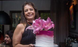 Cláudia Gradvohl ganha festa intimista surpresa das amigas; veja cliques