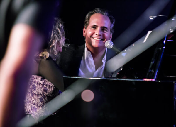 Ricardo Bacelar lança single 'Nada será como antes' com Delia Fisher