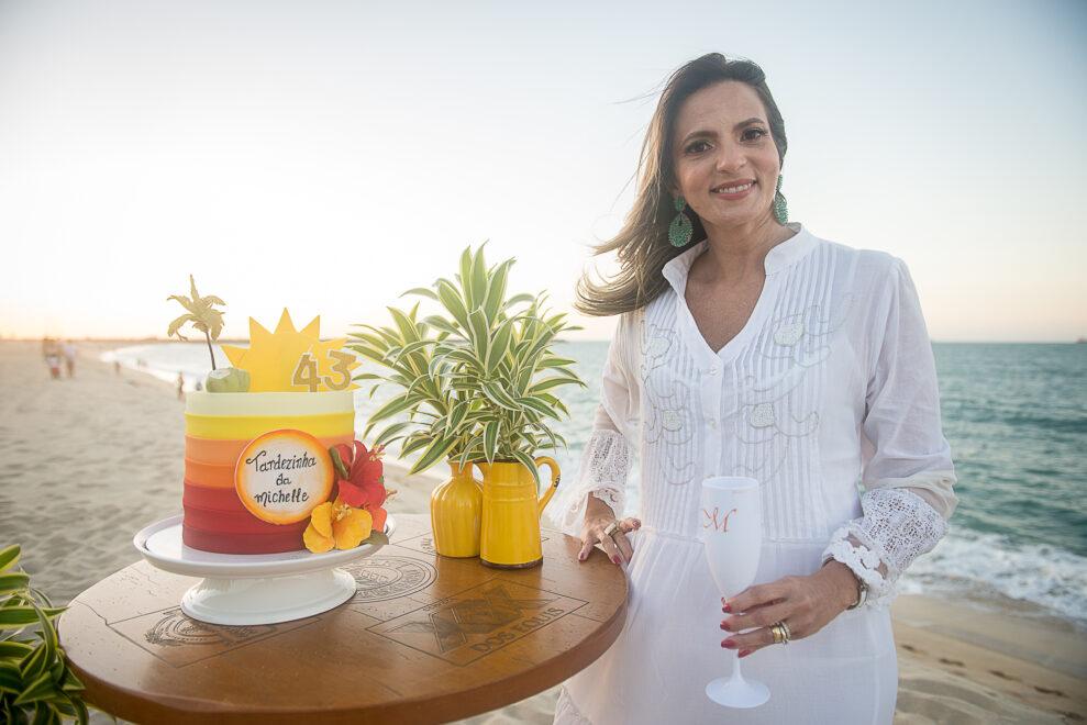 Michelle Aragão ganha festa surpresa das amigas na aterro da Praia de Iracema