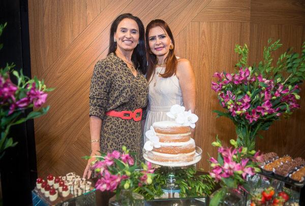 Lorena Pouchain e Neuza Rocha ganham aniversário surpresa das amigas