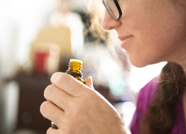 Óleos essenciais: aromaterapeuta orienta dicas sobre produto natural