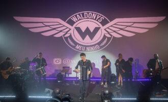 Waldonys celebra aniversário com show em sala de cinema