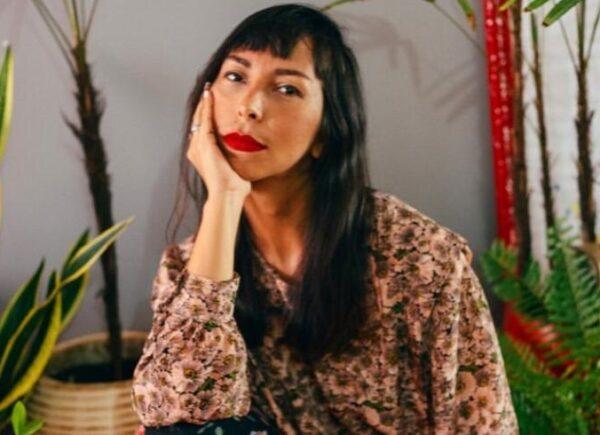Andréia Pires indica espetáculos online para acompanhar no dia do teatro