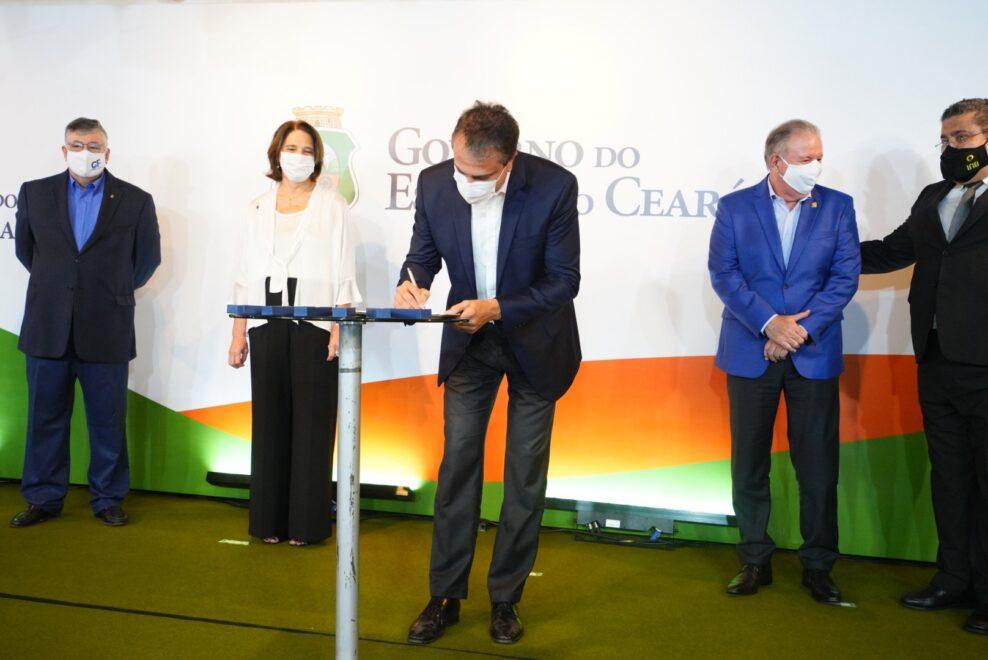 Camilo Santana assina memorando de entendimento para instalação da Usina de Itataia