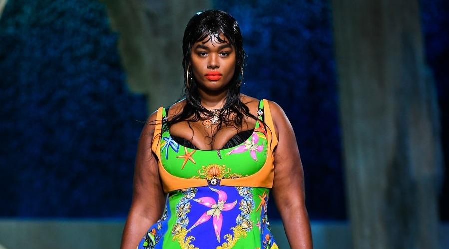 Versace escolhe modelos plus size para apresentar nova coleção em Milão