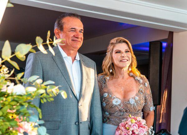 Rosângela De Francesco e Washington Araújo casam em cerimônia intimista