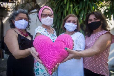 Outubro rosa: como apoiar mulheres em tratamento contra o câncer de mama