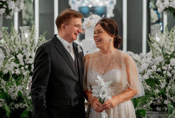 Pais de Levi Castelo Branco viralizam nas redes sociais com casamento após 38 anos de união