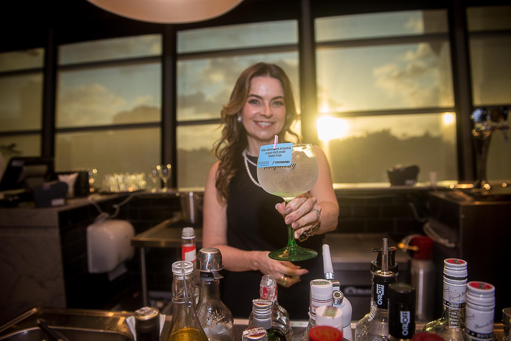 Coco Bambu Iguatemi lança nova carta de drinks em evento elegante; confira os cliques