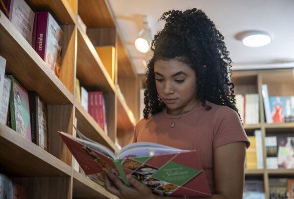 Senac Ceará lança site para vendas de livros com descontos que variam de 10% a 60%