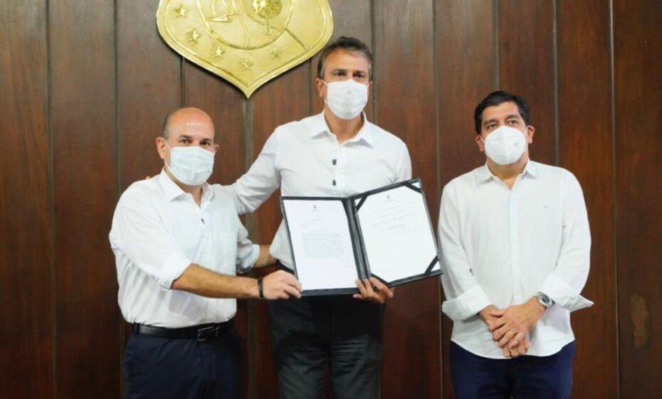 Camilo Santana assina decreto de aquisição do Hospital Leonardo da Vinci