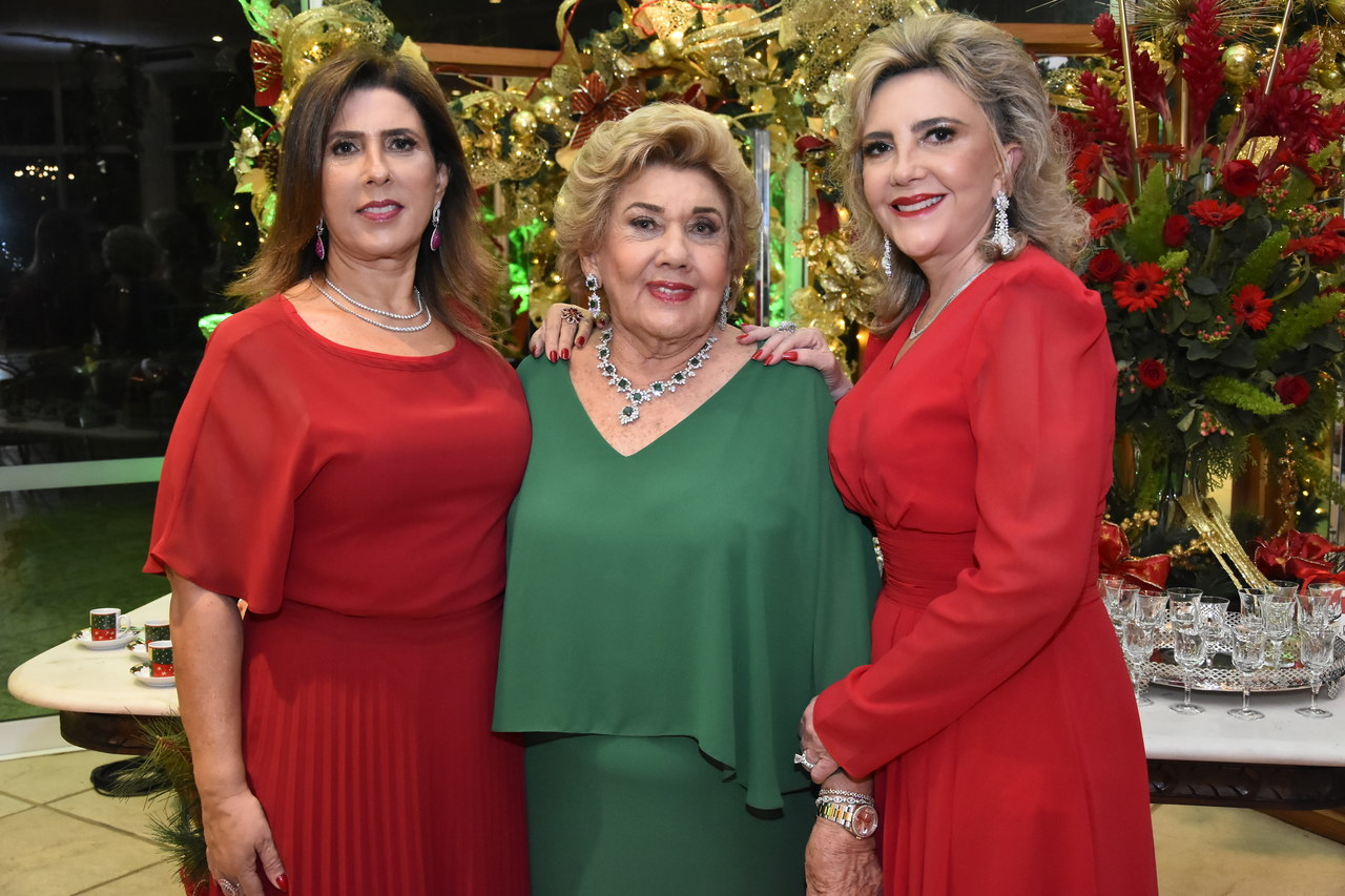 Consuelo Dias Branco reúne família para tradicional celebração natalina