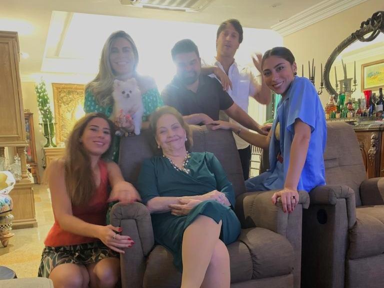 Norma Bezerra reúne filhos e netos em Natal intimista