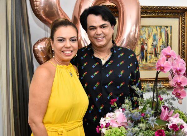 Laerte Bezerra promove aniversário intimista para  Ednice Bezerra