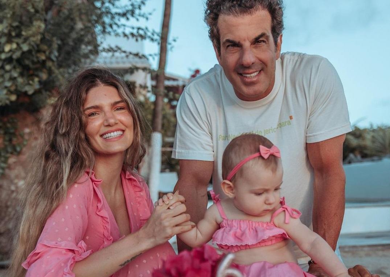 Álvaro Garnero e Lou Montenegro festejam mêsversário da filha em Jericoacoara