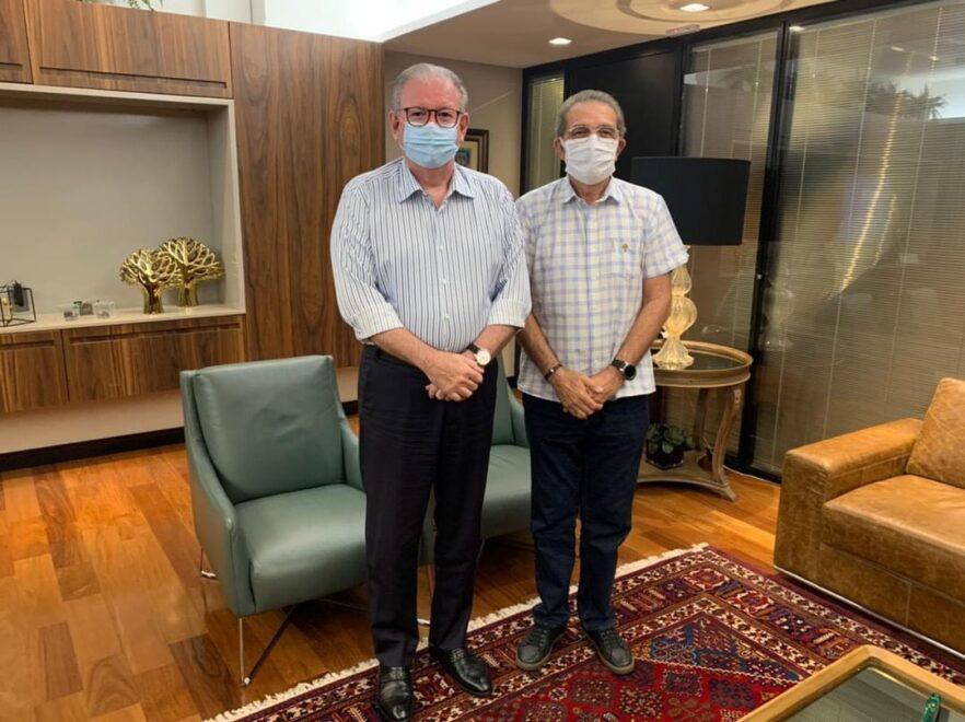 Ricardo Cavalcante e Walter Cavalcante abordam ações de combate à pandemia em encontro na Fiec