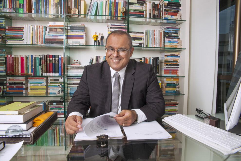 Juiz federal Danilo Fontenelle lança livro infantil 'O que a gente tem'