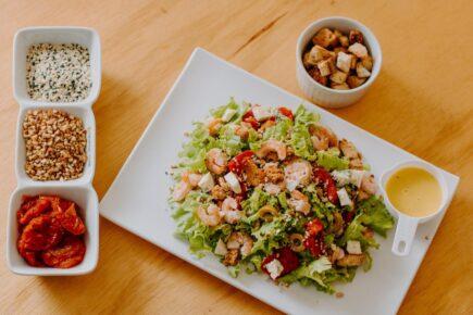 Receitas de saladas com toque regional para saborear no verão