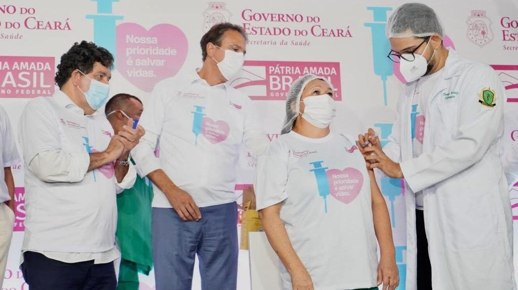 Primeira cearense é vacinada no Hospital Leonardo da Vinci contra Covid-19