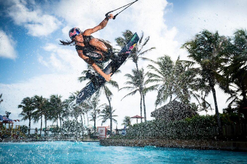Pedro Caldas transforma Beach Park em arena de wakeboard