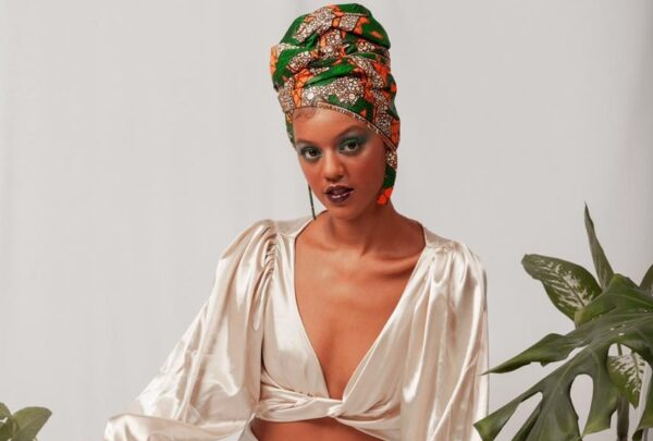 Conheça a Afrore, marca de turbantes que valoriza a ancestralidade