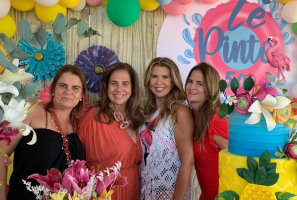 Alexandra Pinto celebra 50 anos de vida com amigas em Trairi