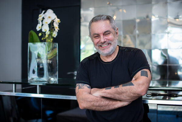 Lino Villaventura doa peças icônicas para museus e comemora 43 anos de carreira