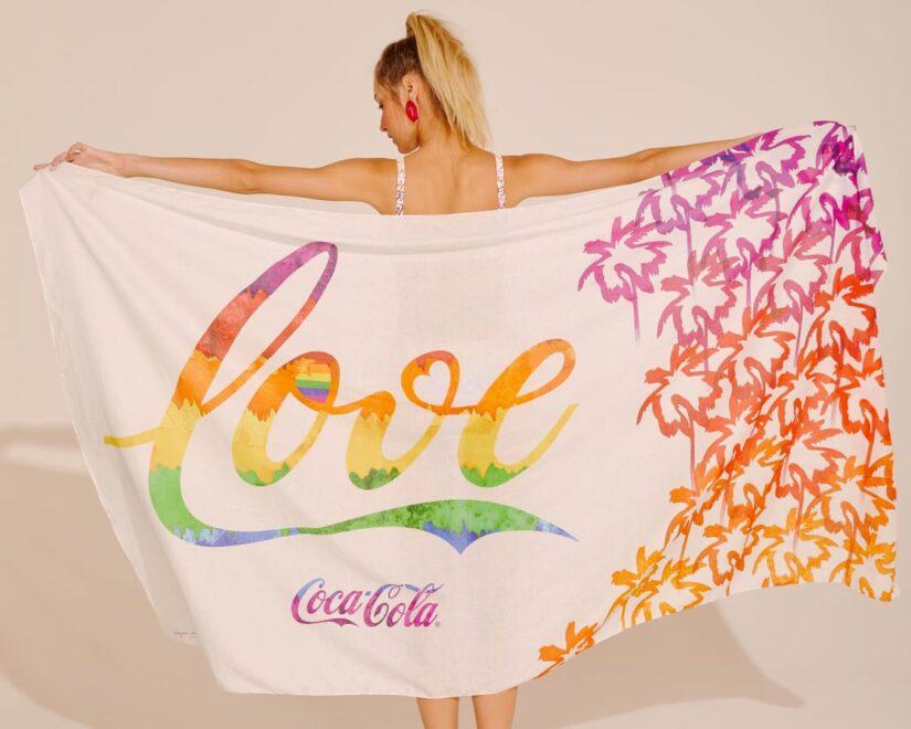 Água de Coco e Coca Cola lançam coleção inspirada no amor colorido