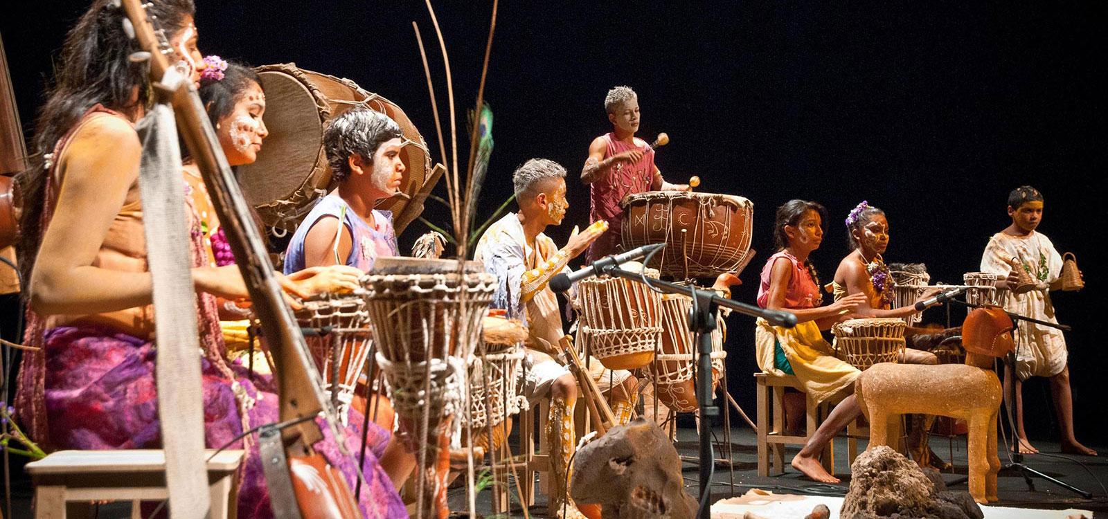 Conheça a orquestra cearense que usa instrumentos de barro