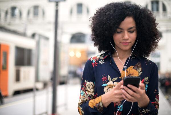 Clubhouse: conheça a nova rede social de interações exclusivas por áudio