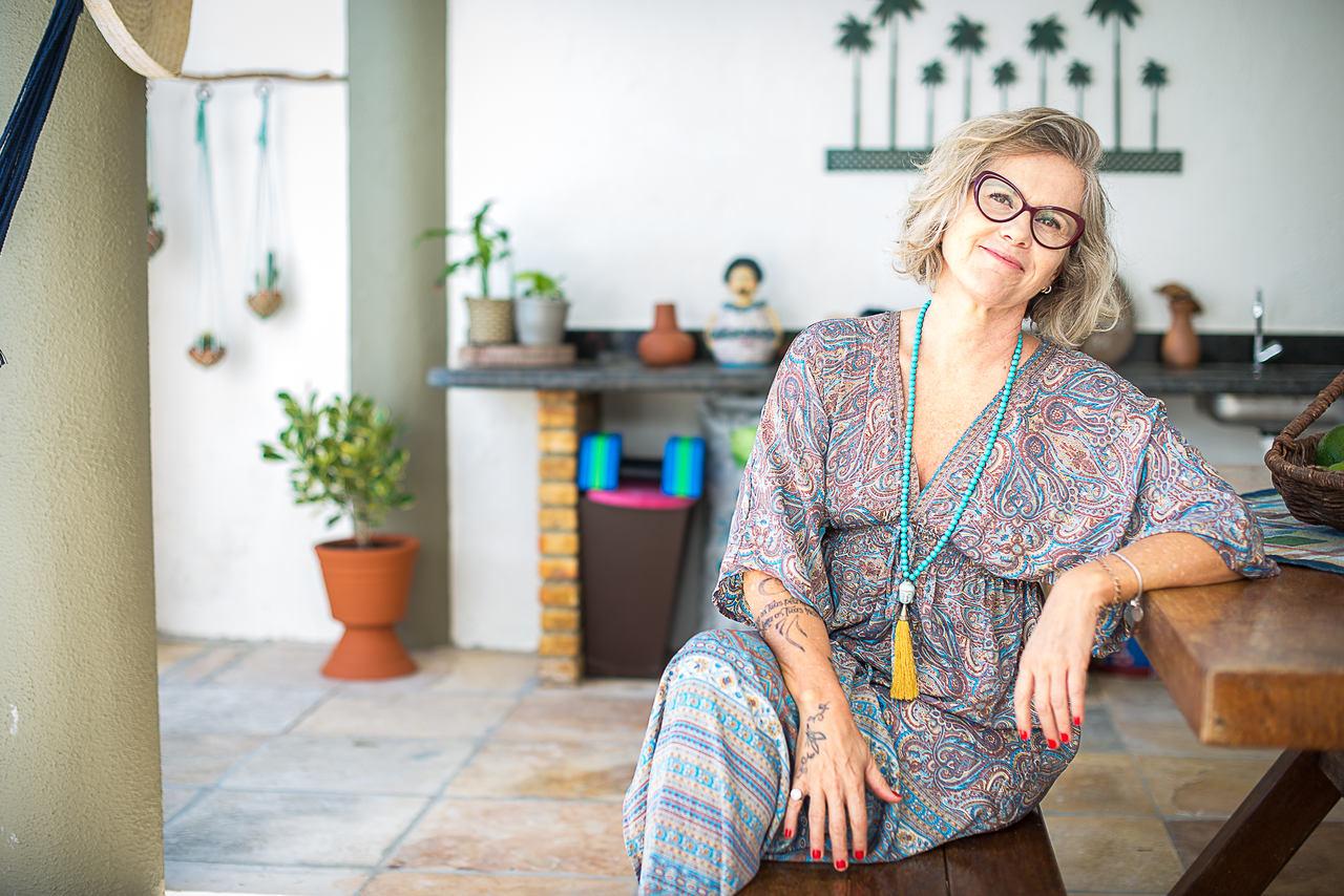 Carlise Meinke mostra como utiliza decoração de palha e fibras naturais em casa