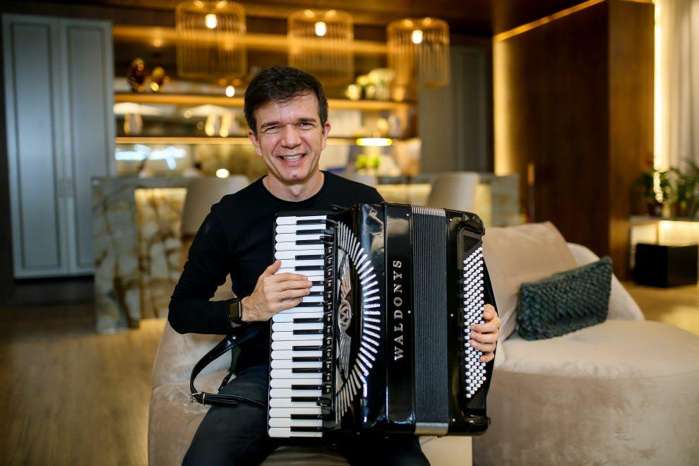 Waldonys promove 'concerto no telhado' com transmissão online; saiba detalhes