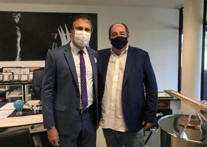 Camilo Santana visita laboratório para negociar vacina em Brasília