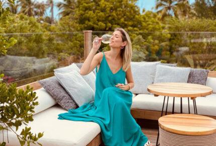 Leiliane Pinheiro ensina a fazer drinks refrescantes com vinhos e espumantes