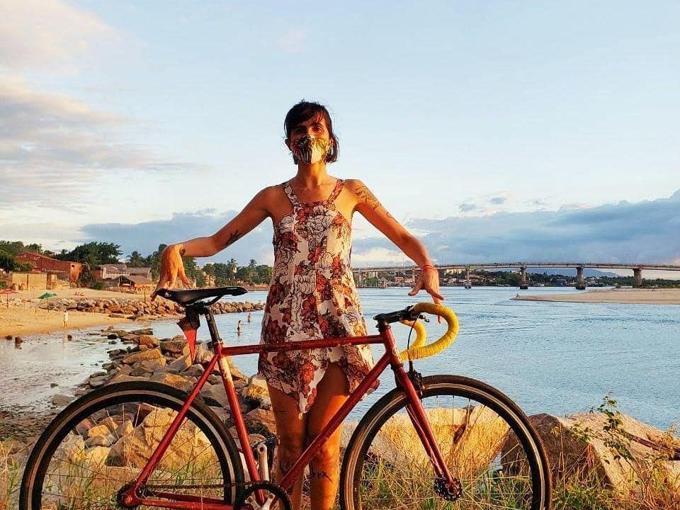 Para Andréa Bezz, assim como outras mulheres adeptas ao ciclismo, pedalar é sinônimo de liberdade. (Foto: Arquivo pessoal)