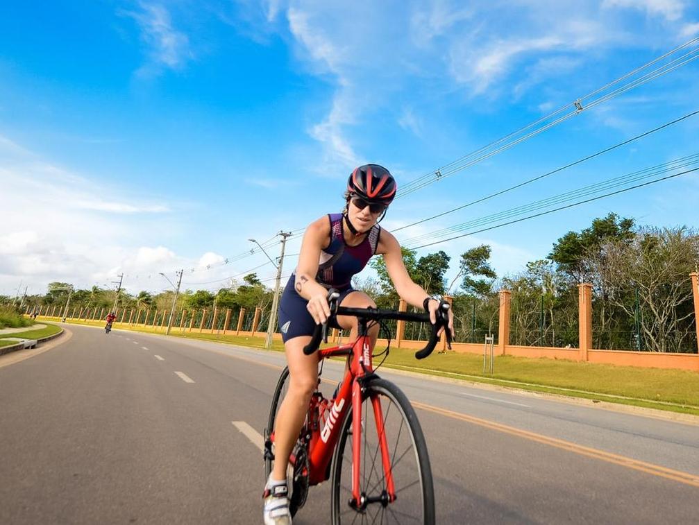 Desde que voltou a morar em Fortaleza, Andressa Nóbrega colocou em prática o desejo se tornar triatleta (Foto: Arquivo pessoal)