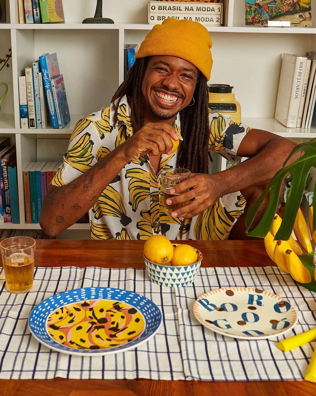 Farm lança primeira linha de louças e aposta em estampas coloridas para decoração