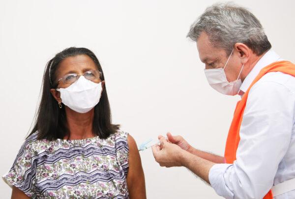 Vacinação para público a partir de 62 anos começa neste sábado (3)