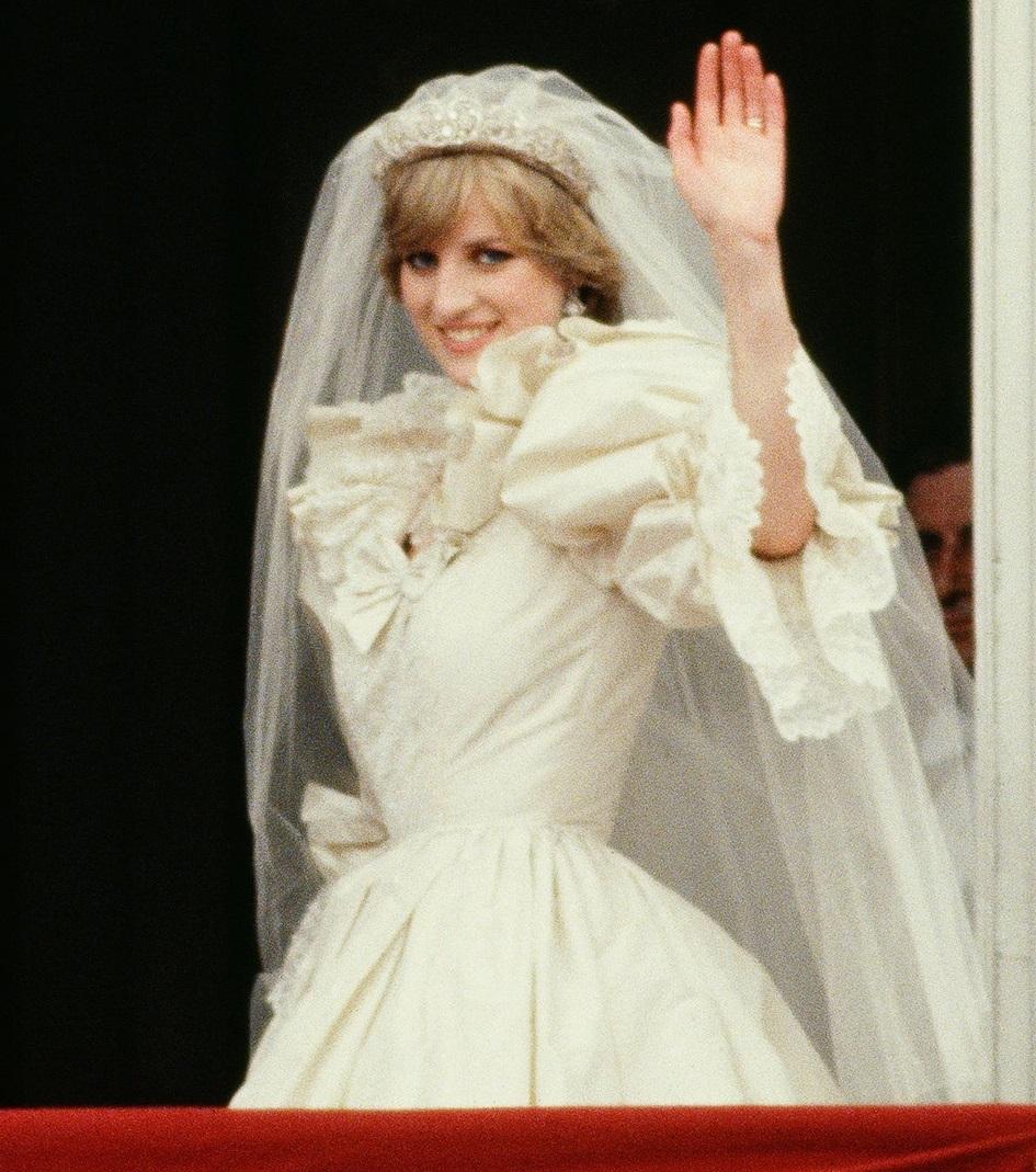 Vestido de noiva da Princesa Diana será exposto pela primeira vez na Inglaterra