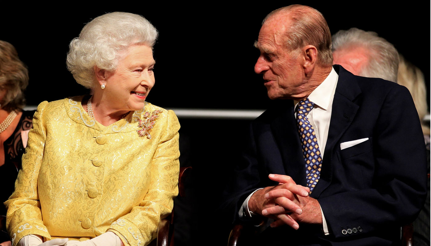 Príncipe Philip morre na Inglaterra; marido da rainha Elizabeth completaria 100 anos em junho