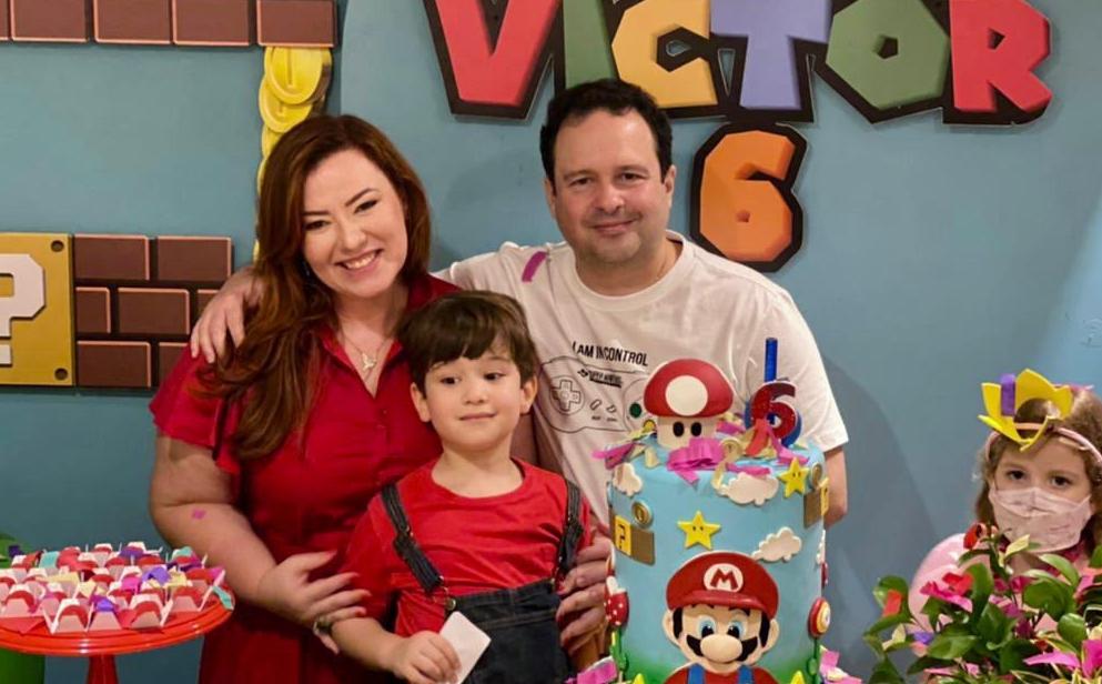 Aline e Igor Barroso comemoram aniversário de seis anos do herdeiro