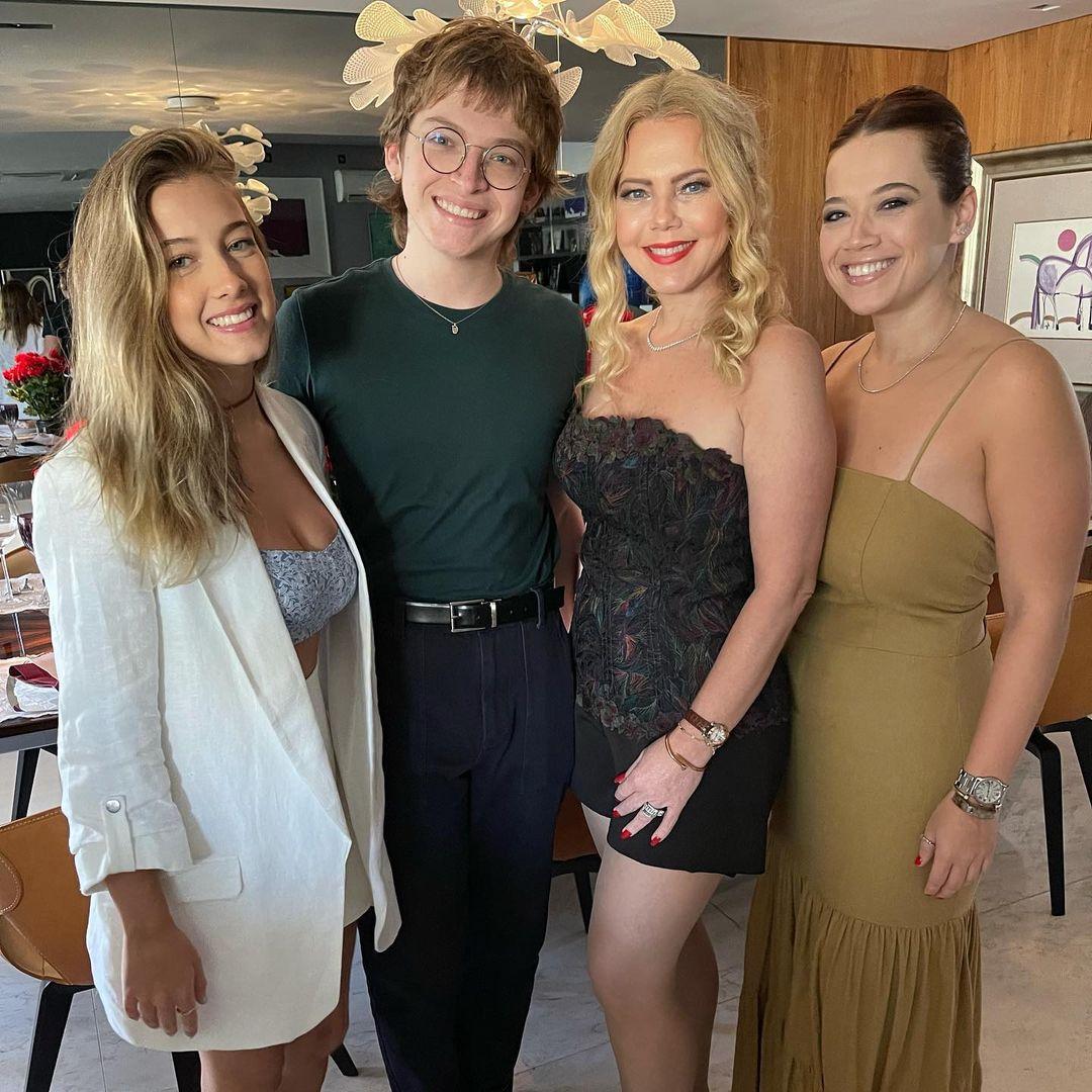 Branca Mourão celebra Dia das Mães ao lado da família