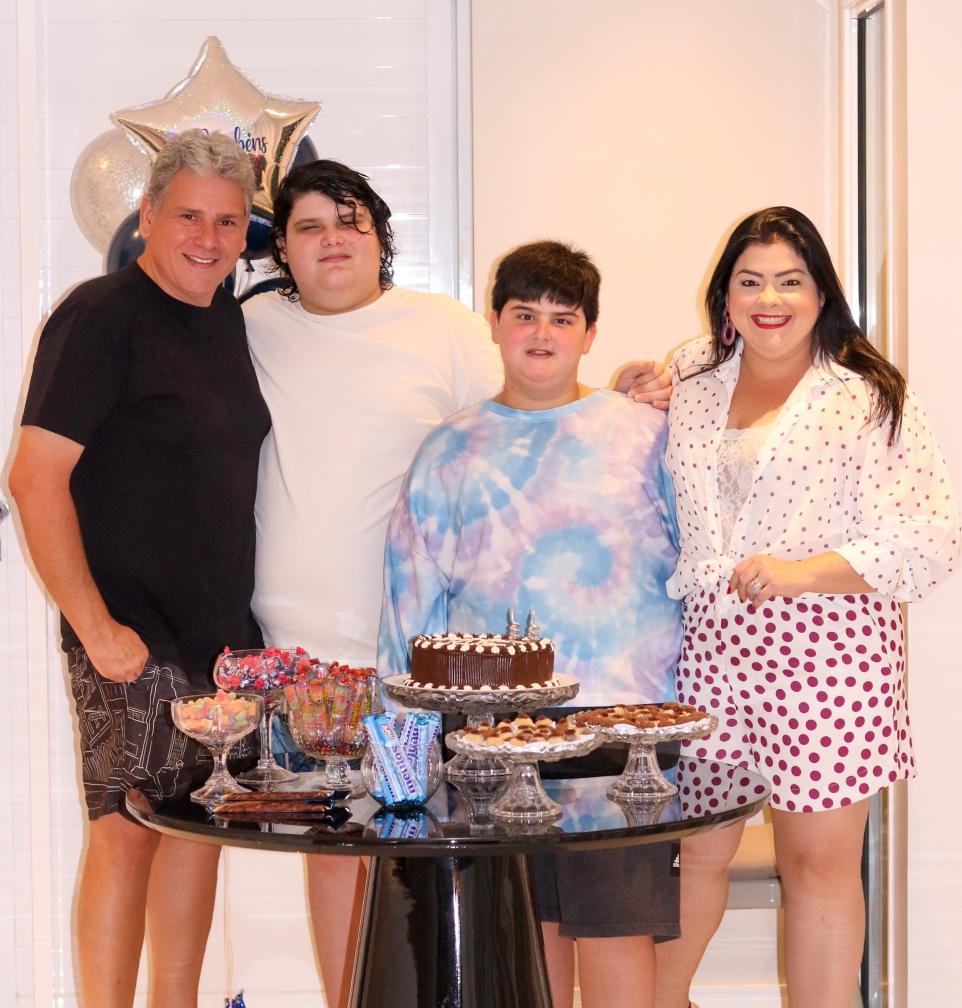 Família reunida: Viviane Almada, Tobias Barreto, João Marcelo e Zenilo (Foto: Arquivo pessoal)