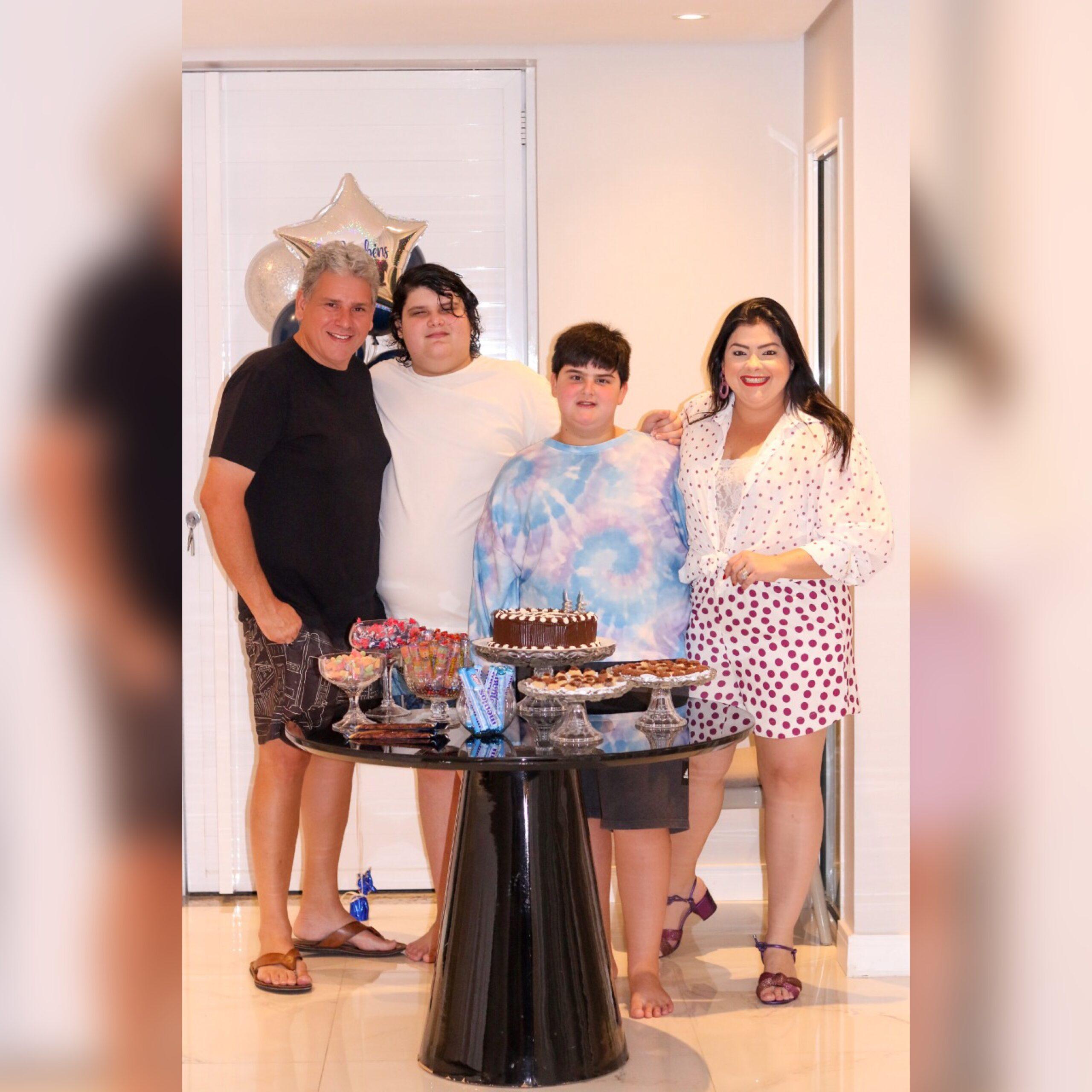 Viviane Almada celebra aniversário do filho em família