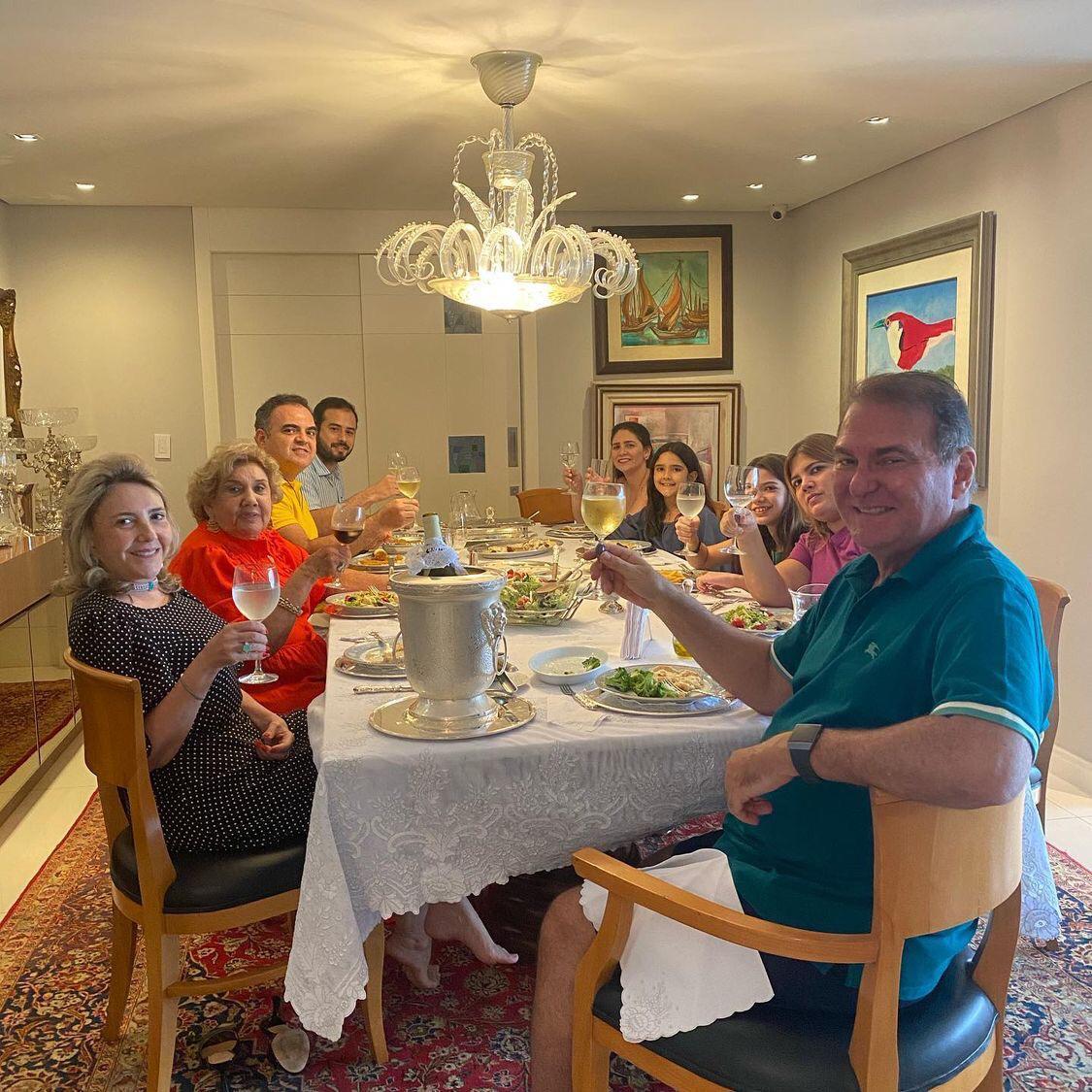 Jório da Escóssia celebra recuperação em família