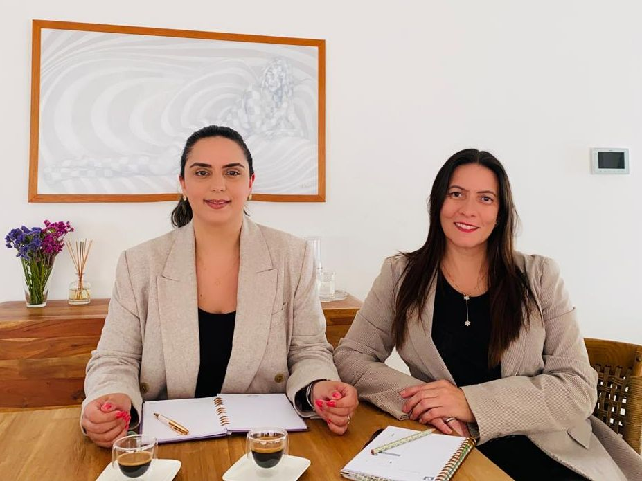 Beatriz Sidrim e Leônia Pinheiro, da Portugalle, também assessoram brasileiros que buscam a cidadania lusa. (Foto: Arquivo pessoal)